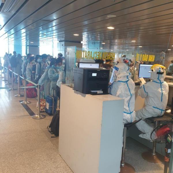 Chuyến bay thương mại quốc tế đưa 200 công dân Việt Nam từ Đài Loan về nước ảnh 2
