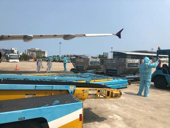 Chuyến bay thương mại quốc tế đưa 200 công dân Việt Nam từ Đài Loan về nước ảnh 1