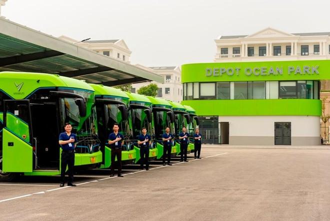 Buýt điện VinBus chính thức lăn bánh chở khách trong khu đô thị Vinhomes Ocean Park ảnh 1