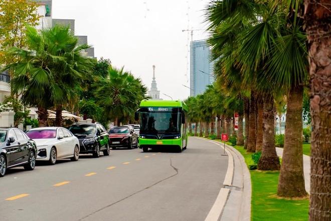 Buýt điện VinBus chính thức lăn bánh chở khách trong khu đô thị Vinhomes Ocean Park ảnh 3
