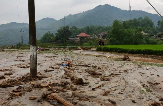 Mưa lớn gây lũ quét cuốn trôi 3 người ở Lào Cai ảnh 1