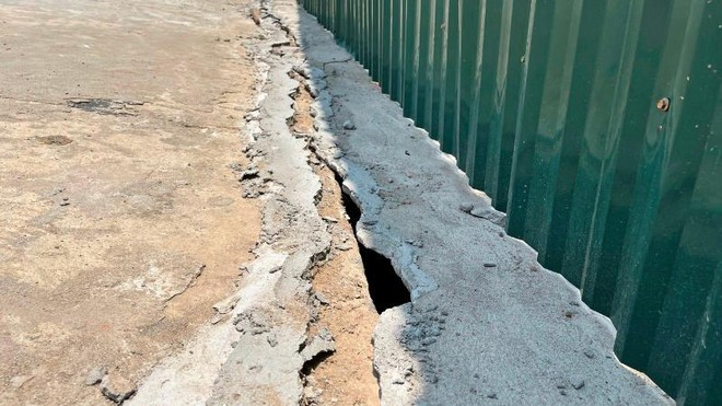 Người dân bất an vì đê sông Hồng lún, nứt do thi công dự án nhà máy nước mặt sông Hồng ảnh 2