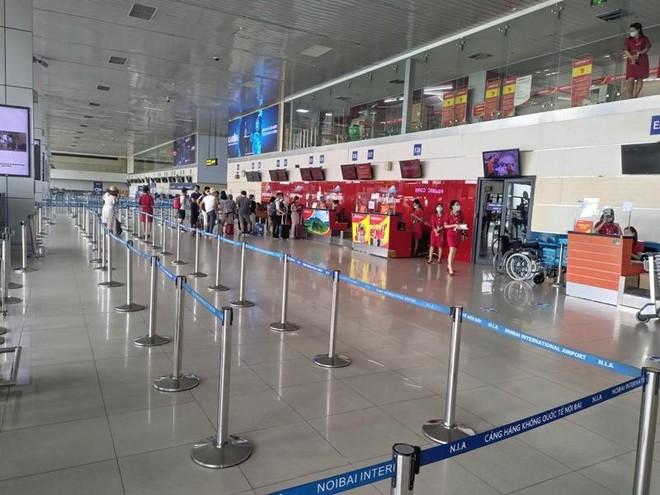 Khách đi máy bay trong cả tháng 8 không bằng nửa ngày cao điểm ở sân bay Nội Bài ảnh 1