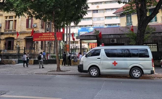 Một nhân viên nghi dương tính SARS- CoV-2, phong tỏa tạm thời trụ sở Bộ Giao thông ảnh 1
