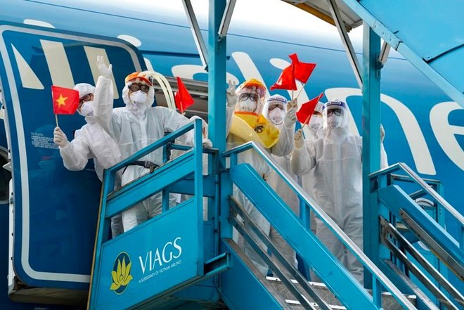 Cấp vé máy bay miễn phí cho cán bộ, y bác sỹ tiếp sức Bắc Giang, Bắc Ninh chống dịch ảnh 1