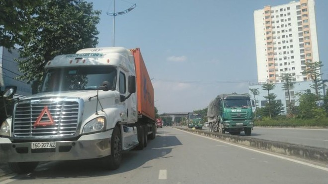 Xe quá tải tái xuất, hoành hành trên nhiều tuyến đường Hà Nội ảnh 1