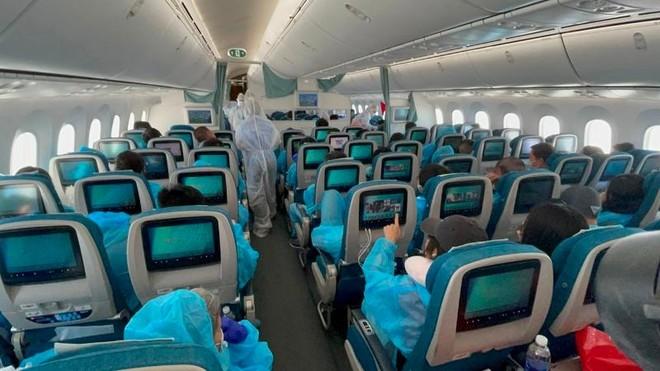 Chuyến bay đầu tiên đưa 240 công dân Việt Nam từ Hoa Kỳ về nước trong năm 2021 ảnh 2