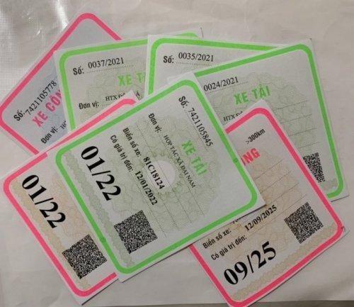 Vì sao Hà Nội còn đến 30.000 xe chở khách dưới 9 chỗ chưa đổi phù hiệu? ảnh 1
