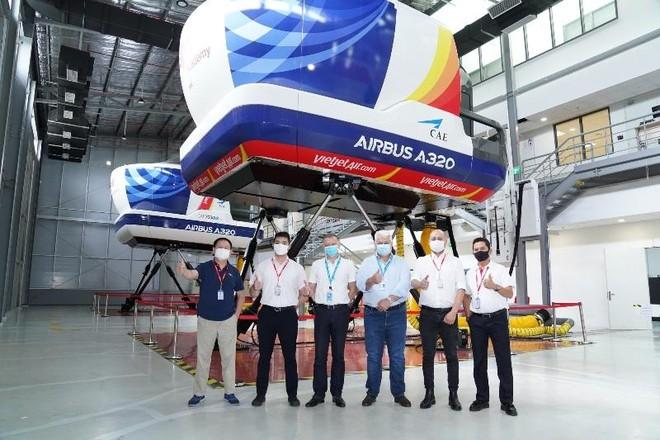 Trung tâm Đào tạo Airbus tại Việt Nam hợp tác với Vietjet huấn luyện chuyển loại phi công ảnh 1