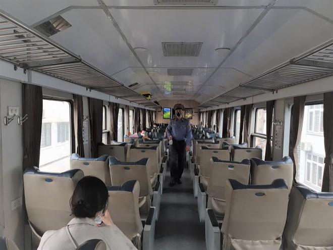 Đường sắt Bắc Nam chỉ chạy 1 đôi tàu khách, dừng nhiều tàu khu đoạn ảnh 1