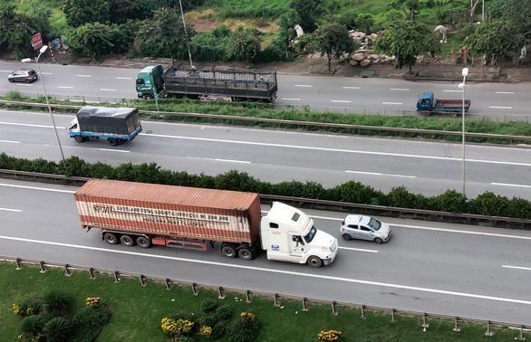 Nguy cơ thiếu lái xe vận chuyển hàng hóa ở phía Nam do cách ly y tế ảnh 1