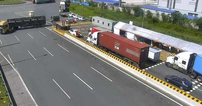 Cao tốc Hà Nội- Hải Phòng ùn tắc do Hải Phòng kiểm soát y tế xe ra vào ảnh 2