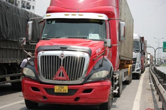 Đề nghị bố trí CSGT dẫn đoàn xe chở hàng hóa qua các chốt kiểm dịch của Hà Nội ảnh 1