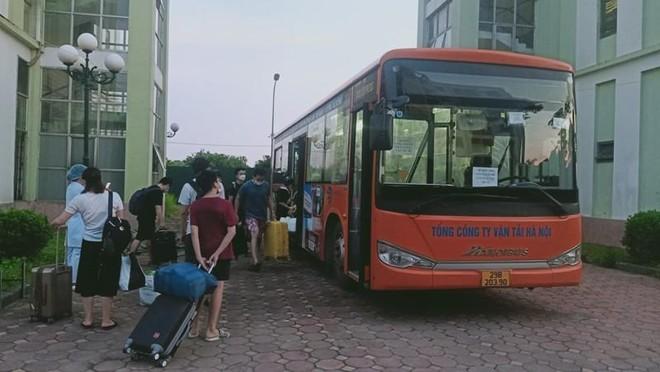 Hơn 200 F1 hoàn thành cách ly tập trung được xe buýt đón về địa phương ảnh 1