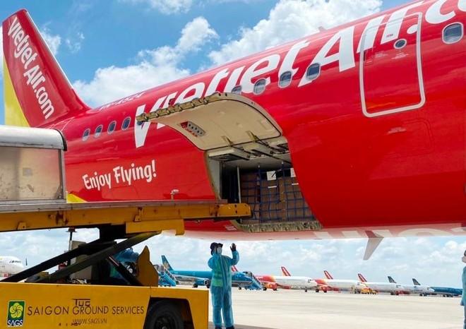Chuyến bay Vietjet chở 200 máy thở cao cấp từ Đức đã hạ cánh tại Tân Sơn Nhất ảnh 1