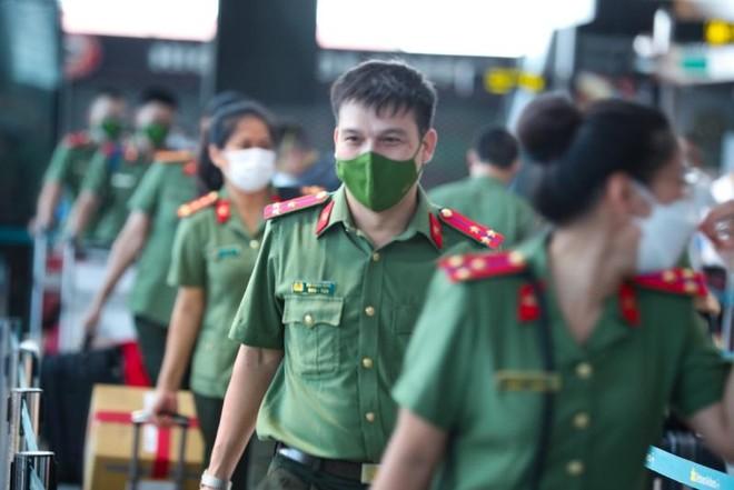 200 y bác sĩ từ miền Trung vào Nam hỗ trợ chống dịch ảnh 1
