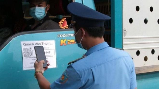 Hà Nội sẽ kiểm tra toàn bộ xe luồng xanh qua hệ thống điện thoại thông minh ảnh 1