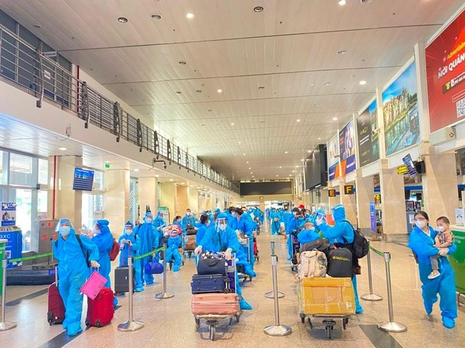 Ba chuyến bay đưa hơn 600 công dân Bắc Giang có hoàn cảnh đặc biệt ở phía Nam về quê ảnh 1
