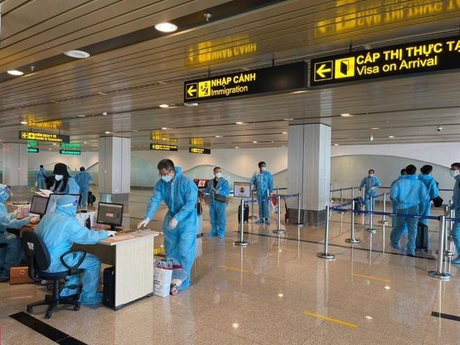 """Hai chuyến bay thí điểm """"hộ chiếu vaccine"""" với 350 công dân từ Mỹ về nước ảnh 2"""