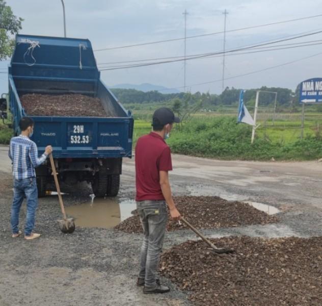 Nâng cấp đường vào khu xử lý rác thải Xuân Sơn: Ì ạch mãi chưa xong, đường đầy 'ổ voi', 'ổ gà' ảnh 3