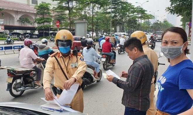 Điều khiển xe không mang bằng lái, đăng ký sẽ bị tăng mức xử phạt ảnh 1