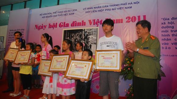 """Khai mạc """"Ngày hội Gia đình Việt Nam"""" năm 2011 ảnh 1"""