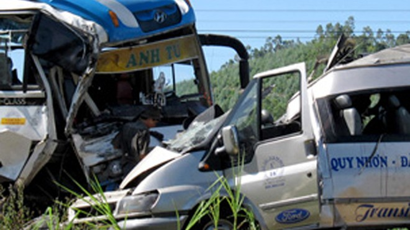 2 tai nạn xe khách kinh hoàng ảnh 1