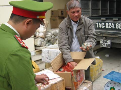 Một đêm, bắt 5 vụ vận chuyển hàng lậu tại cửa ngõ Thủ đô