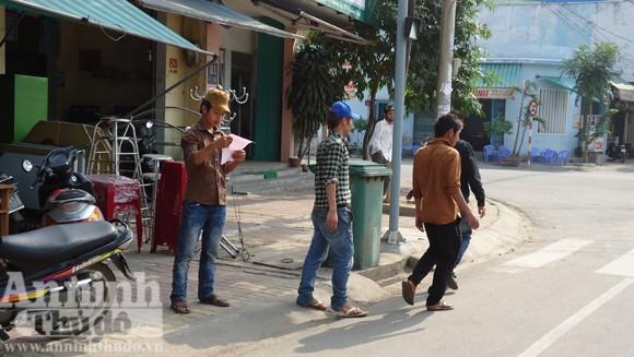 Chở 4 người, không đội mũ bảo hiểm còn chống Cảnh sát giao thông ảnh 1
