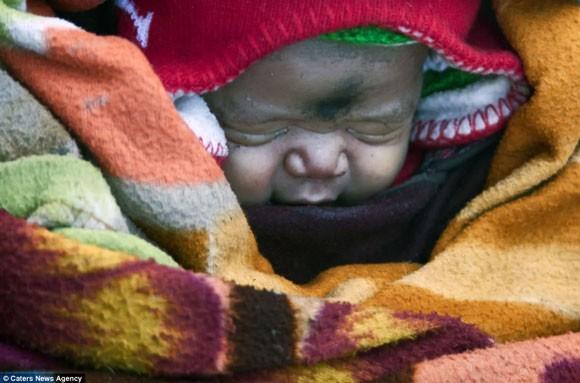 Đi bộ hơn 9 ngày dưới cái lạnh -35 độ C để sinh con ảnh 7