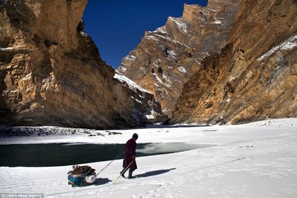 Đi bộ hơn 9 ngày dưới cái lạnh -35 độ C để sinh con ảnh 5