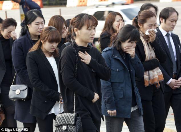 Chùm ảnh: Tang lễ đẫm nước mắt nạn nhân chìm phà Sewol