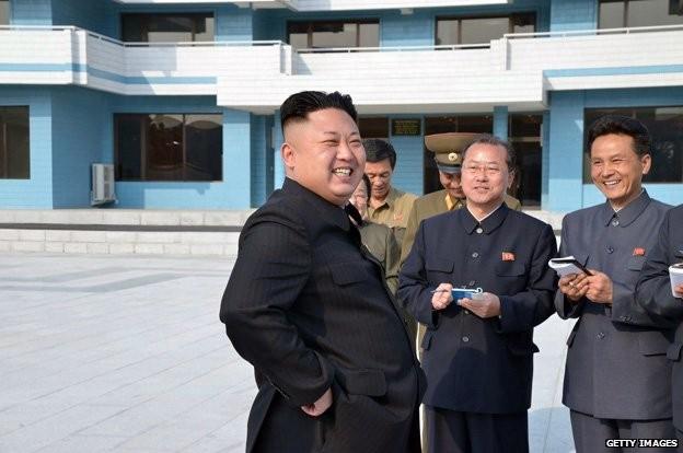 Bí ẩn những người luôn ghi chép tỉ mỉ xung quanh Chủ tịch Kim Jong-un? ảnh 2