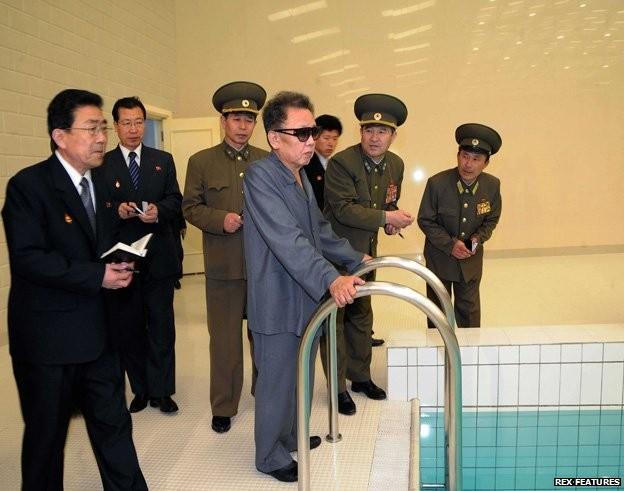 Bí ẩn những người luôn ghi chép tỉ mỉ xung quanh Chủ tịch Kim Jong-un? ảnh 3