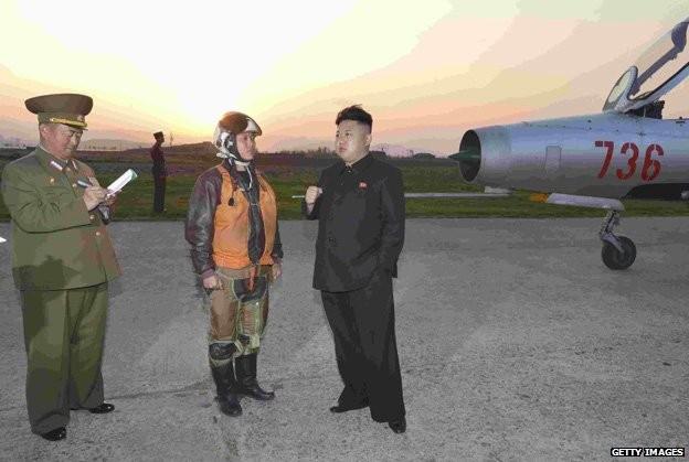 Bí ẩn những người luôn ghi chép tỉ mỉ xung quanh Chủ tịch Kim Jong-un? ảnh 1