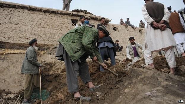 Sạt lở đất ở Afghanistan: Ngôi mộ tập thể ở làng Ab Barik ảnh 1