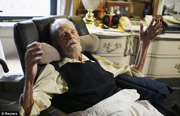 Bí quyết sống của người đàn ông thọ nhất thế giới ảnh 1