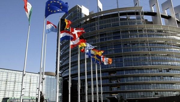 Nghị viện châu Âu kêu gọi loại trừ Nga ra khỏi hệ thống SWIFT ảnh 1