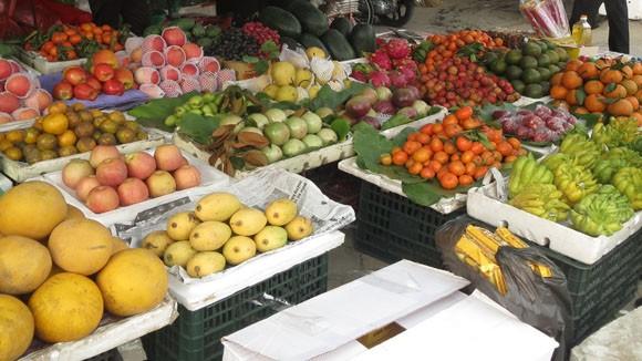 Giá hoa quả Tết tăng cao đột biến ảnh 1