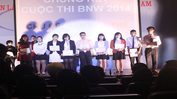 Nguyễn Thành Đạt: Quán quân cuộc thi tranh luận & hùng biện BNW 2014 ảnh 1