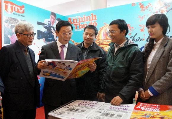 Chủ tịch UBND TP Hà Nội thăm và chúc mừng Hội Báo xuân 2014 ảnh 2