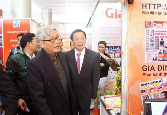 Chủ tịch UBND TP Hà Nội thăm và chúc mừng Hội Báo xuân 2014 ảnh 1