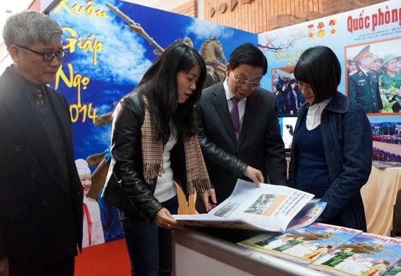 Chủ tịch UBND TP Hà Nội thăm và chúc mừng Hội Báo xuân 2014 ảnh 5
