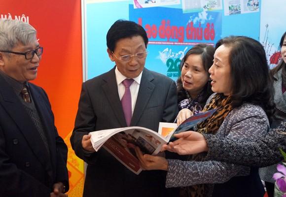 Chủ tịch UBND TP Hà Nội thăm và chúc mừng Hội Báo xuân 2014 ảnh 7