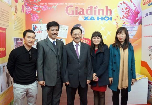 Chủ tịch UBND TP Hà Nội thăm và chúc mừng Hội Báo xuân 2014 ảnh 9