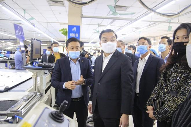 Chủ tịch Hà Nội kiểm tra công tác phòng chống Covid-19 tại nhà máy, bệnh viện ảnh 2