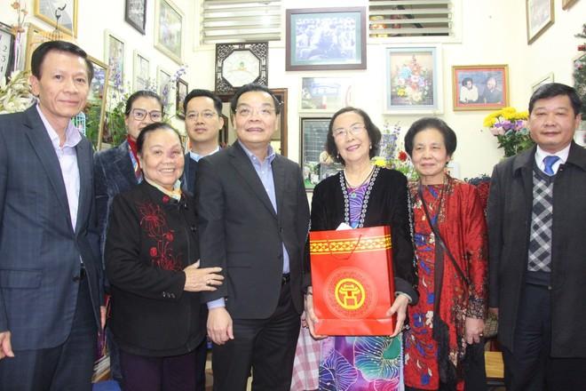 Chủ tịch UBND TP Hà Nội chúc Tết gia đình chính sách tiêu biểu tại quận Đống Đa ảnh 2