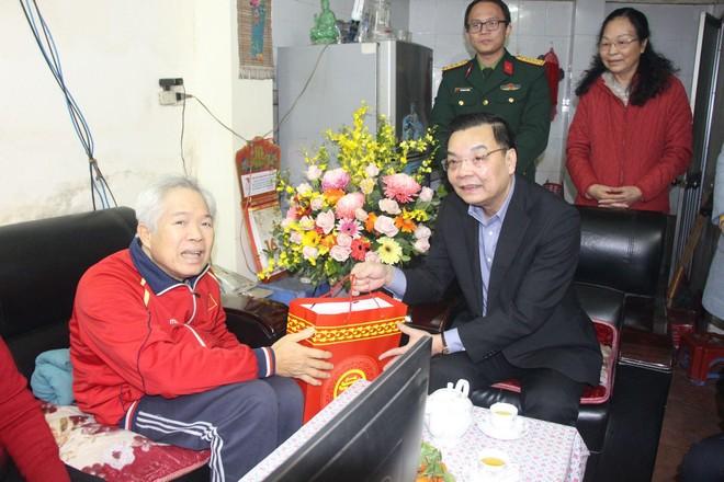 Chủ tịch UBND TP Hà Nội chúc Tết gia đình chính sách tiêu biểu tại quận Đống Đa ảnh 3