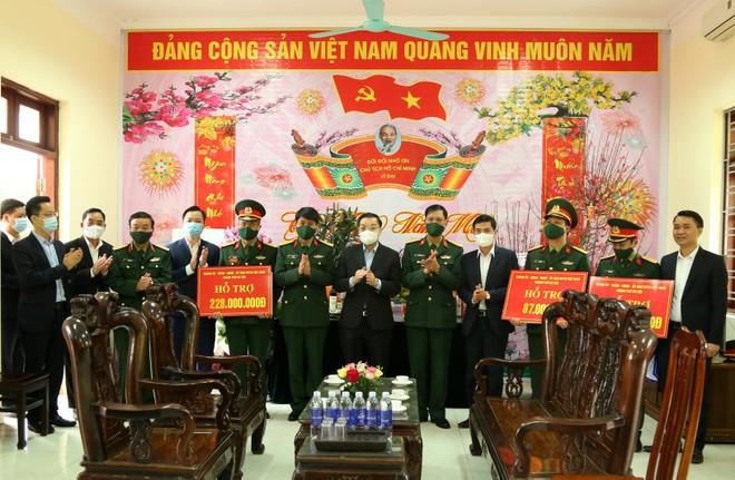 Chủ tịch UBND TP Hà Nội thăm khu cách ly Trung đoàn 58 ảnh 2