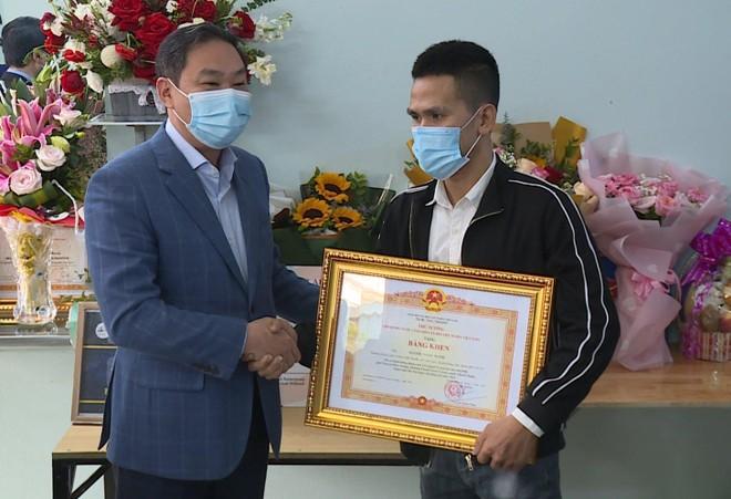 Trao Bằng khen của Thủ tướng Chính phủ cho anh Nguyễn Ngọc Mạnh ảnh 1